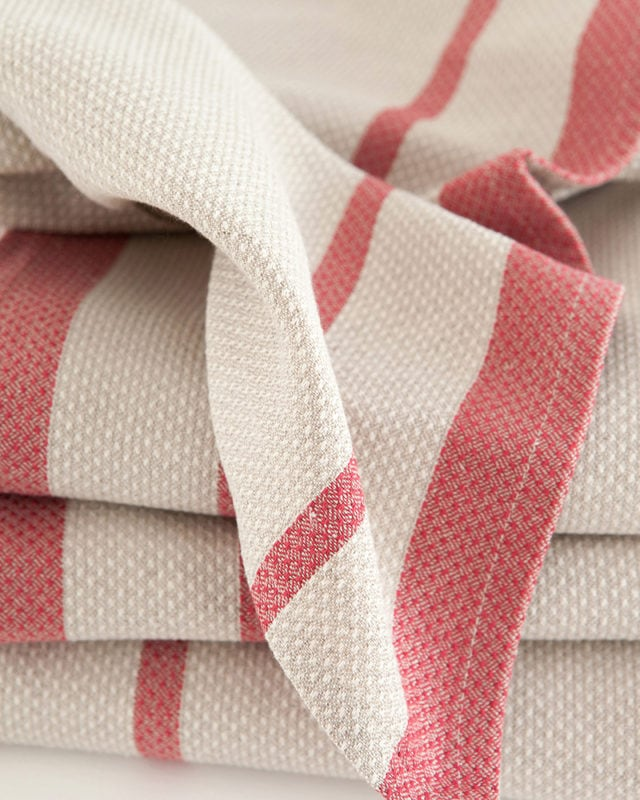 Mungo Huck in red on natural. A compact, quick-drying towel