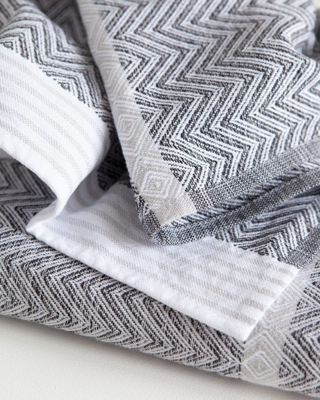Mungo Tawulo in Thunder Grey colourway. Quality flatweave towel