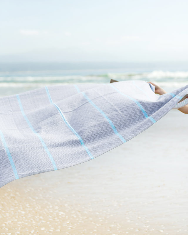 Mungo Tawulo at the beach. A lightweight, soft and absorbent flatweave towel