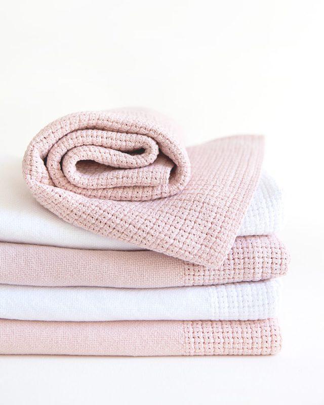 Mungo-Organic-Cotton-Cellular-Baby-Blanket-02