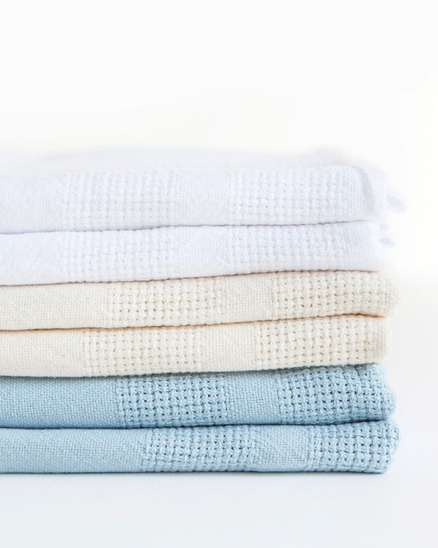 Mungo Organic Cotton Cot Baby Blanket. Light, breathable and warm for baby. Made in SA