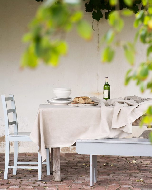 Mungo cotton and linen Kinsail tablecloths used in an outdoor table setting