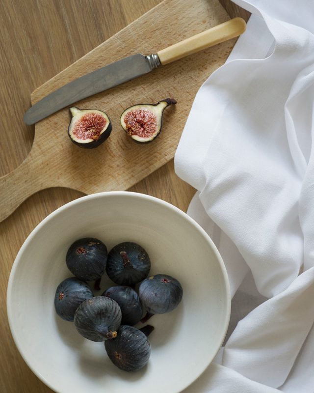 White Linen napkins paired with delicious ripe figs on a summer table at Mungo in Plettenberg Bay