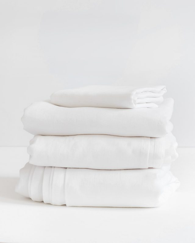 Luxurious 100% Kamma Linen duvet covers in crisp white, woven by Mungo at their mill in Plettenberg Bay