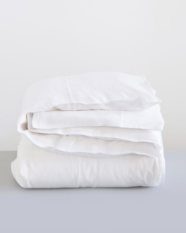 Crisp white Mungo duvet cover made from Kamma Linen which is woven at our mill in Plettenberg Bay, South Africa and sold in our shops in Joburg and Cape Town