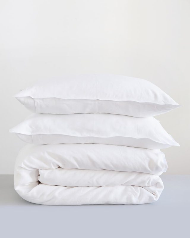 Mungo Kamma Linen duvet cover and Pillow cases in crisp white, woven from quality Italian Linen yarn at the Mungo Mill in Plettenberg Bay