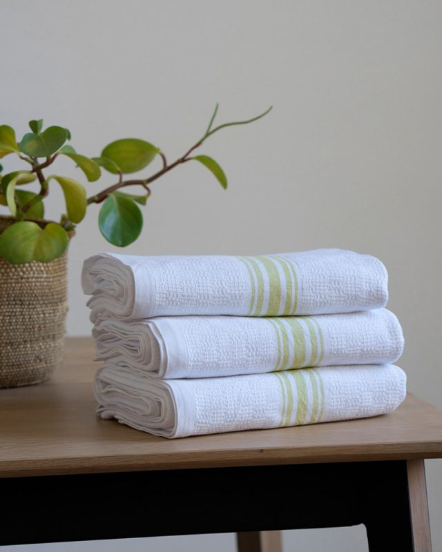The Willow Weave towel shown here in the citronelle colourway is woven at the Mungo mill in Plettenberg Bay from pure cotton.