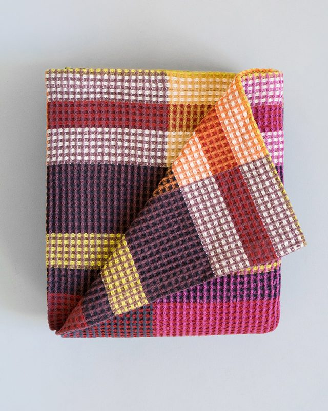 The Mungo Vrou-Vrou blanket in the magenta colourway. A darker moodier version of the Vrou Vrou blanket.