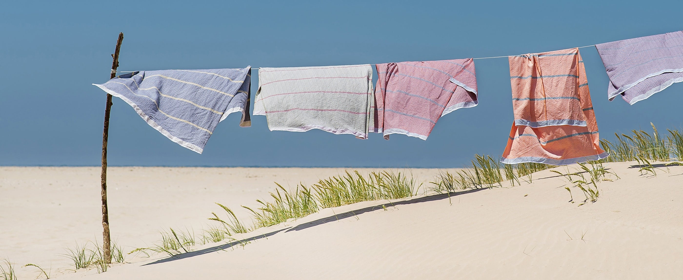 Mungo flat-weave towels are made from natural fibres and woven at our mill in Plettenberg Bay. The perfect addition to bath or beach.