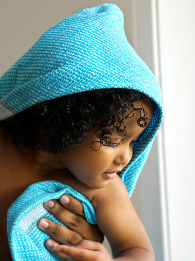 Mungo Hooded Summer Towel in the turquoise colourwa