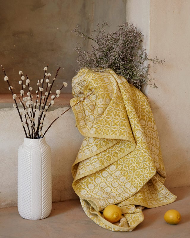 The Mungo Juno blanket, woven at the Mungo mill in Plettenberg Bay, South Africa.