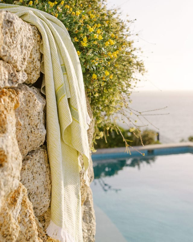 Mungo Summer Towel in Lemon colour. Woven from 100% cotton with a classic eyelash fringe