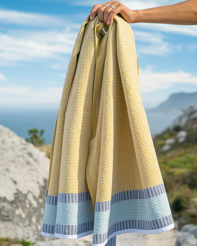Bijou Towel - a colourful roll-up-and go flat weave   Mungo